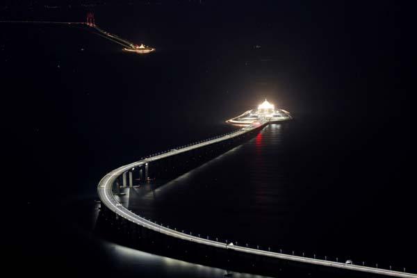 Dünyanın en uzun deniz üzerine köprüsü açılıyor