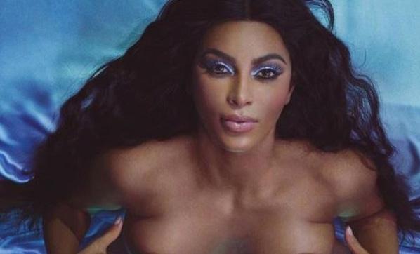 Kim Kardashian soyunarak ürünlerini tanıttı