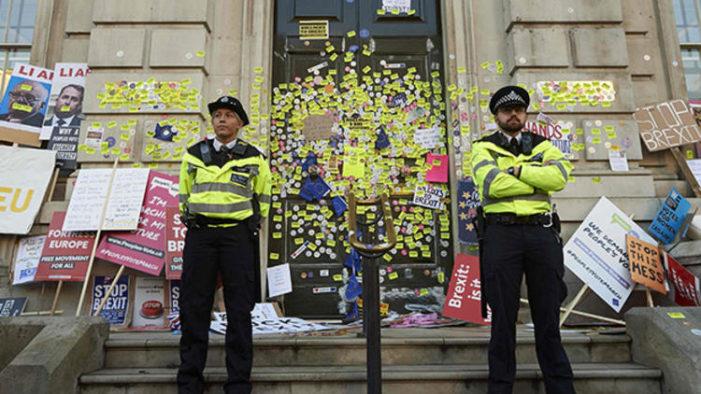 Londra'da AB yanlısı İngilizler sokaklara döküldü