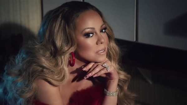 Mariah Carey, Tokyo'da düzenlenen bir festivalde sahne aldı