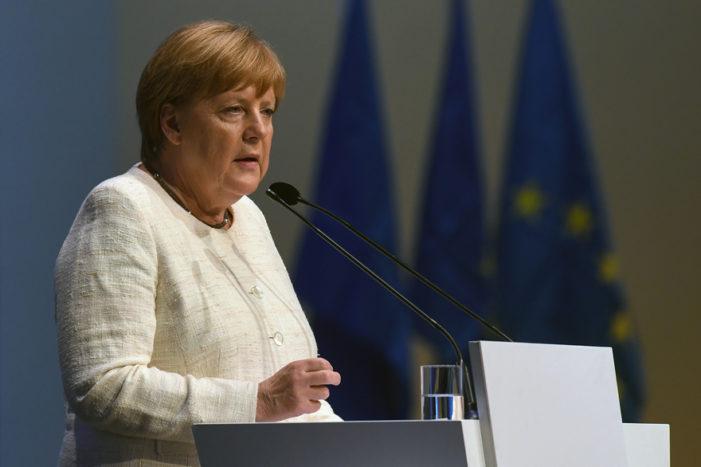 Merkel: Karanlık güçler yükseliyor