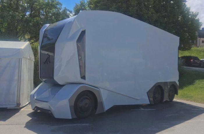 İsveç'te sürücüsüz kamyonun test sürüşü yapıldı
