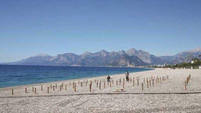 Antalya Konyaaltı Sahili'nde 'yeni hayat' kuralları