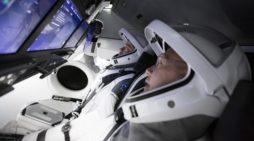 SpaceX insanlı uçuşu başarılı şekilde gerçekleşti