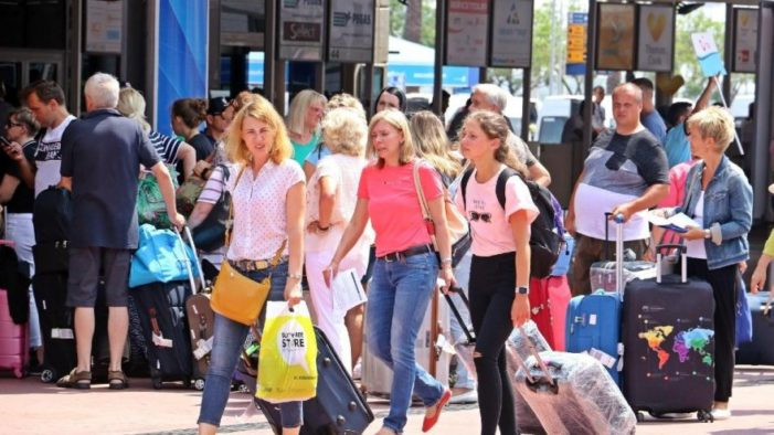 Dışişleri Bakanı Çavuşoğlu: Alman, Rus dostlarımız tatile gelmek istiyor