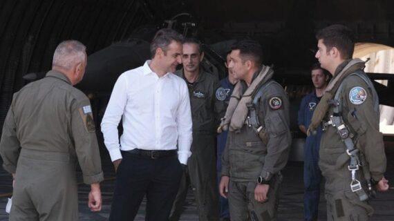 Yunanistan Başbakanı Miçotakis Girit'teki hava üssüne gitti!..