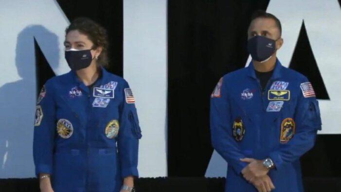 NASA Ay'a gidecek 18 kişilik ekibi dünyaya tanıttı