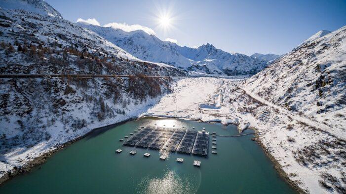 Alpler'de yüksek rakımlı yüzer santral!..
