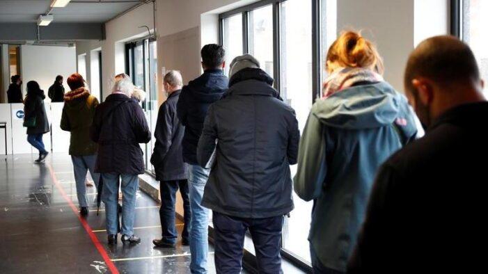 COVID-19: Belçika'da 100 binden fazla kişi aşı oldu