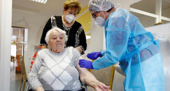 """COVID-19: """"Aşı olanlar virüsü yayabilir!.."""""""