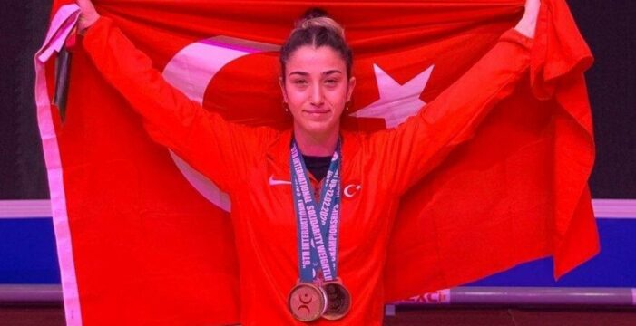 Berfin Altun: Türkiye'de kadın olmak çok zor