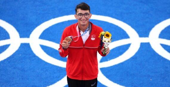 Milli okçu Mete Gazoz 2020 Tokyo Olimpiyat Oyunları finalinde altın madalya kazandı