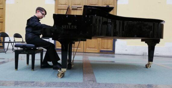 15 yaşındaki piyanist Mert Hakan Şeker Haydn Konservatuvarı'na kabul edildi