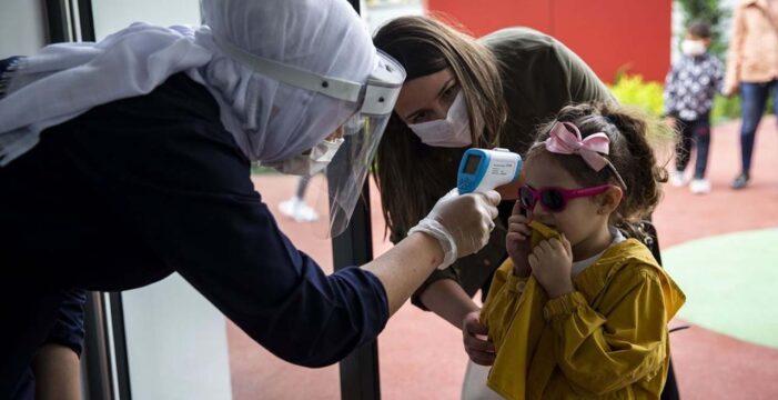Aşı olmayanların çocukları belediye kreşlerine alınmayacak