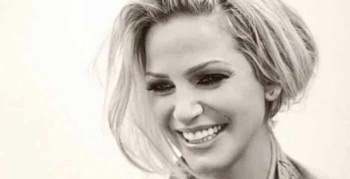 İngiliz şarkıcı Sarah Harding hayranlarını yasa boğdu